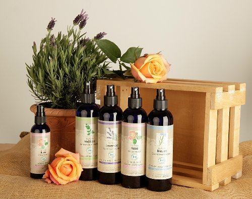 Reines Blütenwasser zur täglichen Hautpflege